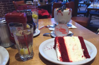 red-velvet-cheesecake juniors deli