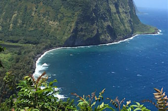 Things to do on the Big Island include the Hamakua coast, beautiful land on the windward side northwest of Hilo. Rainbow Falls, Akaka Falls, and Waipio Valley.