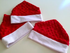 How to make a toddler elf hat with minky or fleece. Free printable pattern for sewing for children Christmas crafts.