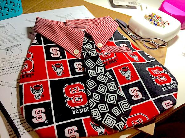 Baby bib – quick DIY school spirit shirt and tie
