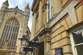 Visit Bath United Kingdom with me. Overview of things to do: Roman baths, Bath Abbey, Royal Crescent,  the Pump Room, Sally Lunn's, Jane Austen Centre.